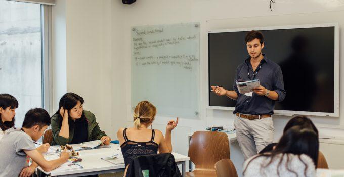 ロンドン芸術大学で、英語+ファッションデザイン留学